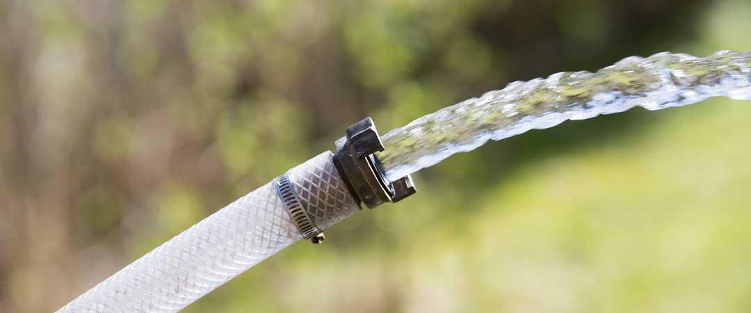 Hose draining water